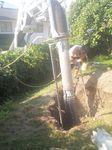In einem schwer zugängigen Garten musste der Aushub für einen Sickerschacht freigesaugt werden.